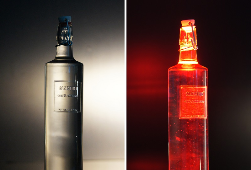 Picture of two bottles having 3D printed labels on it, created with Luximprint Optpgraphix Technology