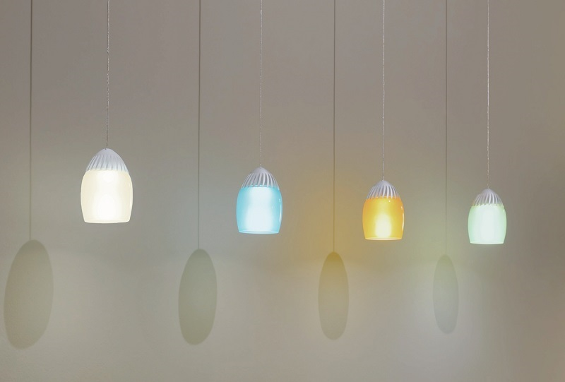 Picture of colorful Oligo Birly pendant in application