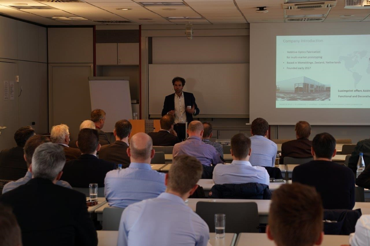 Picture of Marco de Visser, Luximprint, addressing the audience at the Future Fabrication Technologies Seminar at the Kunststoff Institut in Lüdenscheid, Germany.