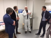 Image of Luximprint Technical Director explaining Luximprint process to Gemeente Kapelle major, alderman and city council members