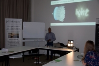 Image of Physionary's Suresh Christopher explaining faceted lens technology
