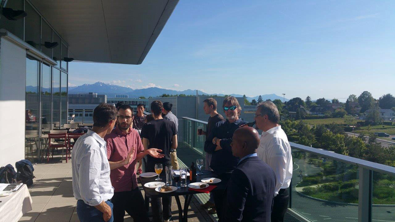 Image showing EPFL Symposium attendees at network drinks