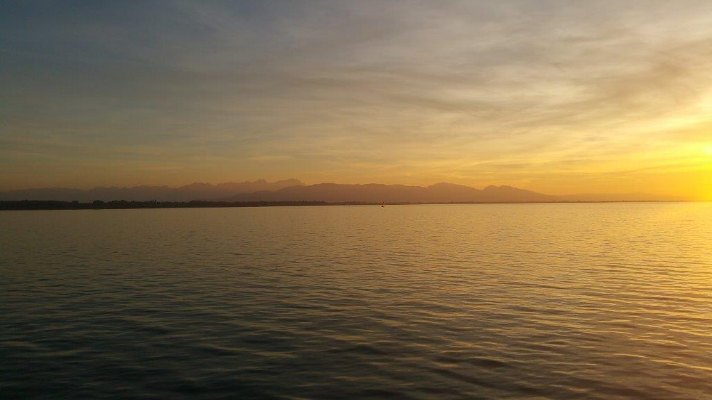 Luximprint_Summer Holidays 2019_Business Highlights_Sunset at Lake Constance with Alpes View_LPS 2018