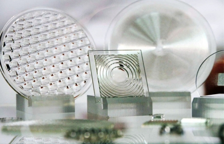 Composition image showing various 3D printed optics solutions by Luximprint. Image by Luger Research / LED professional