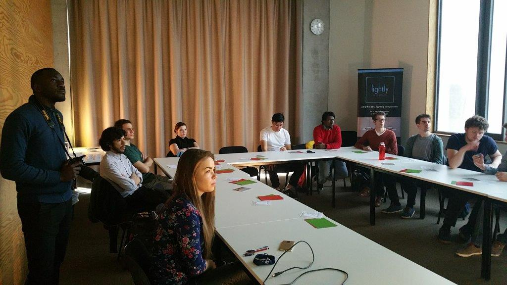Image showing highly concentrared UGhent Students listening to the 3D printed optics story